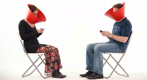Coca-Cola lança campanha incentivando o desapego aos smartphones